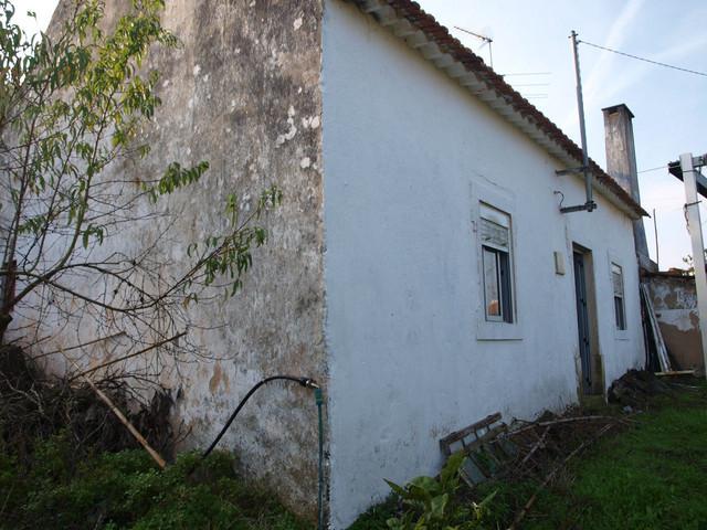 Casa r stica para restaurar planta para el jard n - Casas para restaurar ...