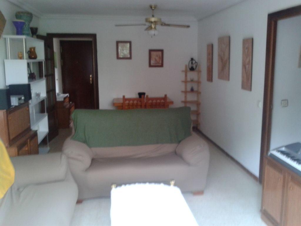 Se alquilan tres habitaciones for Mantas sofa carrefour