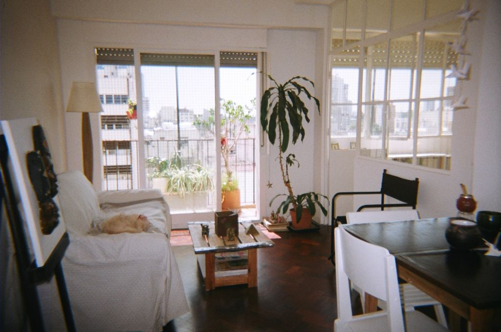 Alquilo habitaci n con kitchenette en san telmo gabinohome for Habitacion familiar capital federal