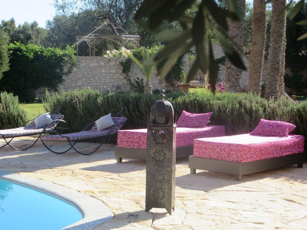 luxuri ses privathaus mit pool garten gabinohome. Black Bedroom Furniture Sets. Home Design Ideas