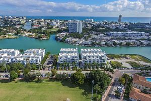 Townhouse For Sale in Miami Beach 3 Bedrooms 3.5 B.  Photo 9