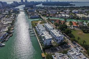 Townhouse For Sale in Miami Beach 3 Bedrooms 3.5 B.  Photo 12
