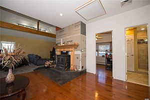 3 bedroom apartment in Toronto.  Photo 4