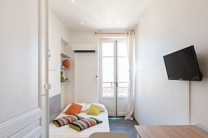 Furnished 1 bedroom apartment in the heart of Paris.  Photo 3