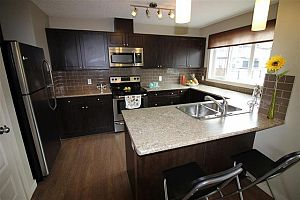 City residential room for rent in South Edmonton (find roommate), room for rent.  Photo 1