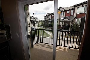 City residential room for rent in South Edmonton (find roommate), room for rent.  Photo 2