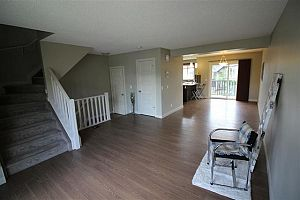 City residential room for rent in South Edmonton (find roommate), room for rent.  Photo 3