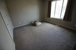 City residential room for rent in South Edmonton (find roommate), room for rent.  Photo 4