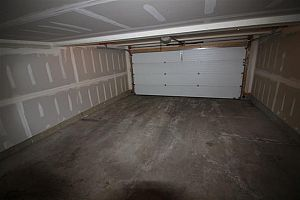 City residential room for rent in South Edmonton (find roommate), room for rent.  Photo 8