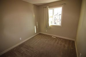 City residential room for rent in South Edmonton (find roommate), room for rent.  Photo 13