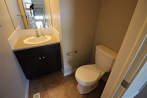 City residential room for rent in South Edmonton (find roommate), room for rent.  Photo 14