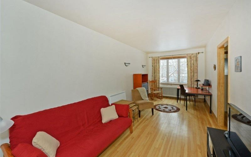 Nice Upper-level duplex with two closed bedrooms.. Photo 1