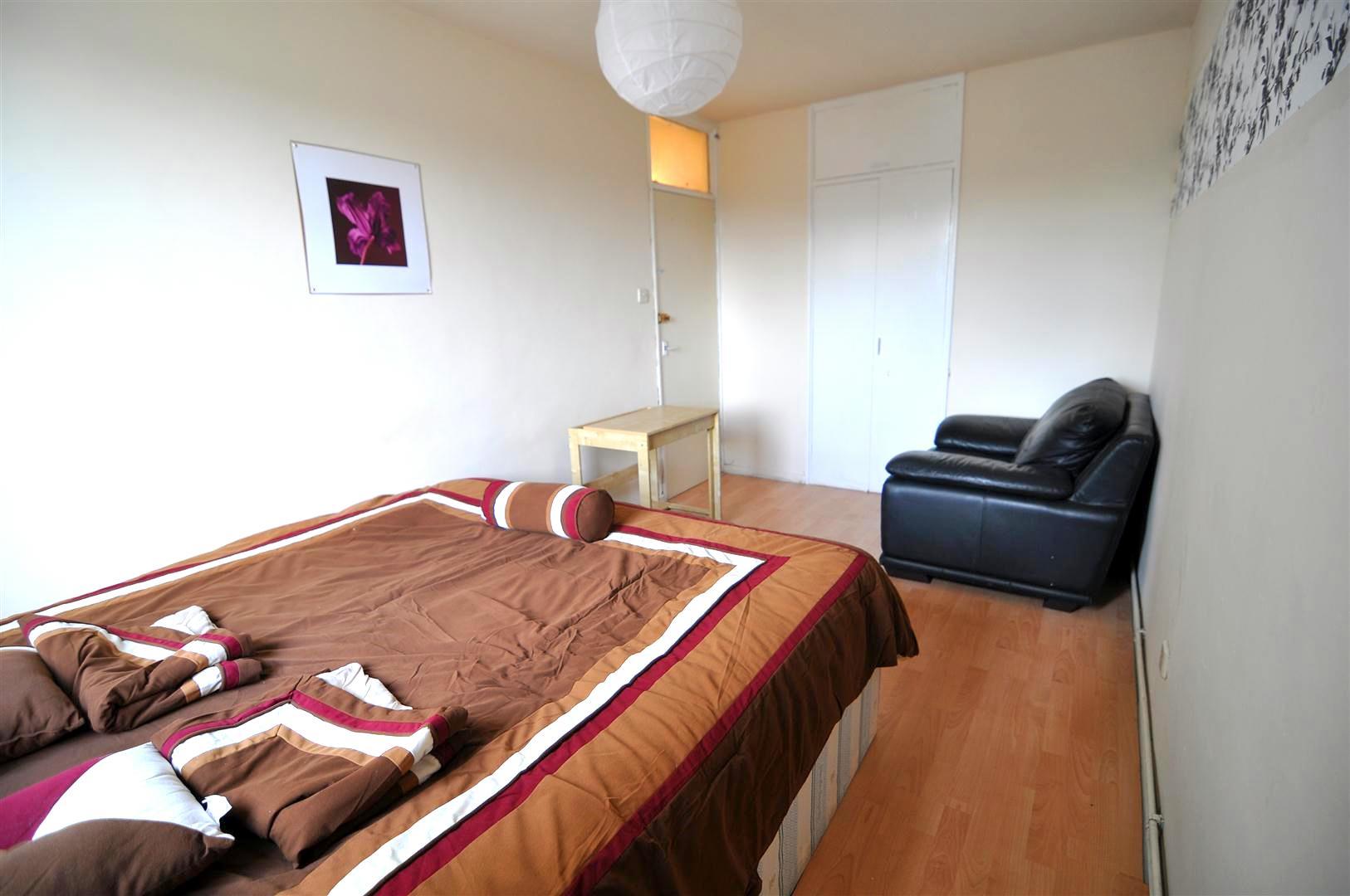 Habitaciones individuales y dobles en alquiler en el este for Alquiler de habitaciones individuales