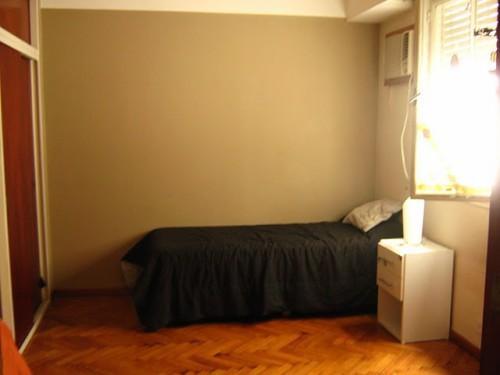 Alquilo amplia habitacion en piso de boedo for Alquilo habitacion amplia